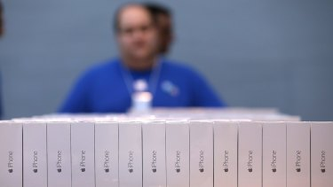 Supply problem: Many retailers and telcos are out of stock of the 128GB iPhone 6 and iPhone 6 Plus.