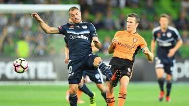 Victory's James Troisi and Roar's Matthew McKay compete for the ball.