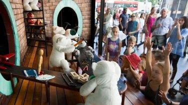 David Jones' Christmas window display is attracting big crowds once again.
