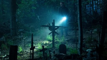 Jason Clarke as Louis investigates the burial ground in Pet Sematary.