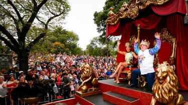 Moomba Parade on St Kilda Road.
