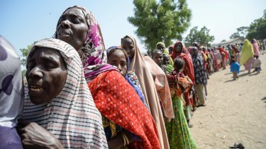 Women queue for rations and water in Goni Kachallari in Maiduguri.