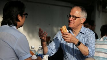 Malcolm Turnbull joins Vietnamese-Australian chef Luke Nguyen for breakfast in Da Nang, Vietnam.