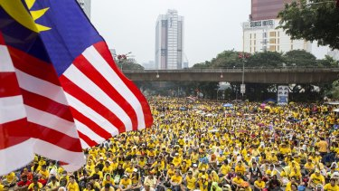 Protesters call for Malaysian Prime Minister Najib Razak to quit over corruption allegations in 2015.