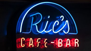 In Brisbane, venues such as The Zoo and Ric's Cafe Bar welcome the artists.