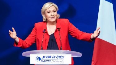 Leaders from the two major parties are urging unity against far-right candidate Marine Le Pen.