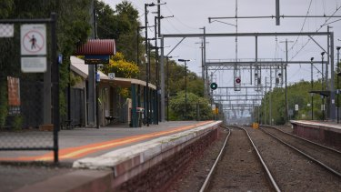Experts say more fencing and screen doors will save lives on Victoria's train network.