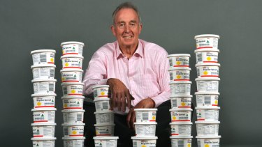 Daryl Smart lost 20kg – equivalent to 40 half-kilogram tubs of margarine – after seeing a dietitian.