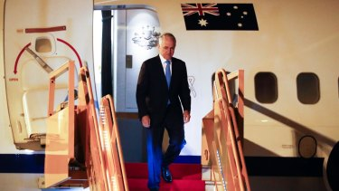 Malcolm Turnbull arrived in Vietnam for the APEC summit as the dual citizenship fiasco continues to simmer at home.