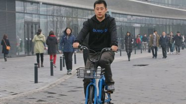 Bluegogo chief operating officer Sun Ye on one of the company's bikes.