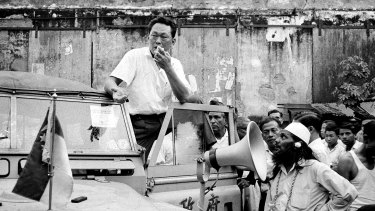 Prime Minister Lee Kuan Yew addresses a crowd in 1964.