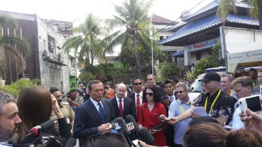Michael Bachelard doorstopping Prime Minister Tony Abbott at the Bali bomb memorial during an APEC summit in 2013.