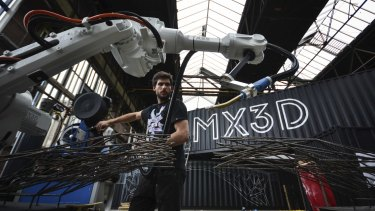 "Autodesk software will be involved as Dutch company MX3D uses robots that ""draw"" in steel to print a bridge over water in Amsterdam."