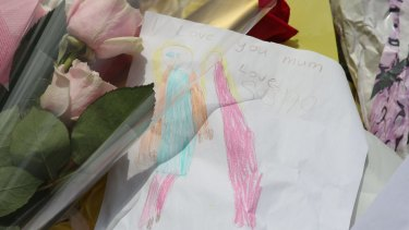 "A note left by Katrina Dawson's child, which reads ""I love you Mum. Love Sasha."""