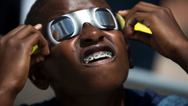 Children look after their eyes wearing glasses during the solar eclipse.
