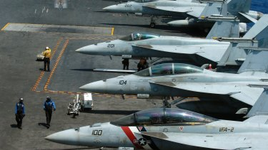 F18 fighter jets on the deck of the USS Carl Vinson.
