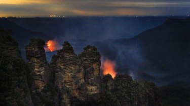 Fire authorities made the most of dry conditions to have a busy controlled-burning season in many regions, including the Three Sisters area of the Blue Mountains.
