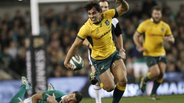 Nick Phipps evades the tackle of Rob Kearney to score a spectacular solo try.