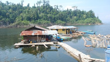 Floating houses on Bakun dam, which was flooded in 1999.