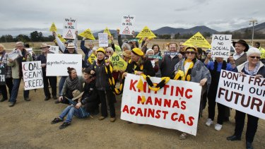 Anti-CSG protesters block access to AGL's Waukivory Pilot Project at Gloucester, NSW.