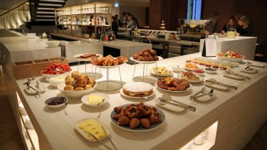 The new Qantas lounge at Heathrow ends one of the peak first world problems experienced by the airline's top-tier customers who are forced to use the rundown British Airways lounge in Terminal 3.