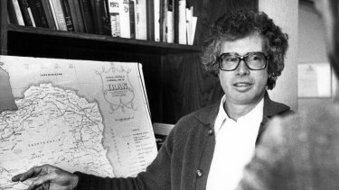 Canadian ambassador to Iran Ken Taylor briefs a reporter in Tehran in 1980, one week before leaving with six Americans.
