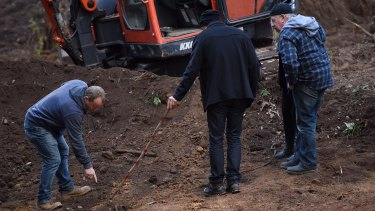 The moment detectives found Matthew Leveson's skeleton in the Royal National Park on May 31, 2017.