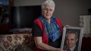 Edda Comelli with a picture of her late husband Bruno, who died with mesothelioma.