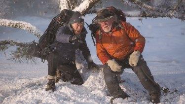 Odd-couple pairing Bill Bryson (Robert Redford) and Stephen Katz (Nick Nolte) immediately bicker and struggle.