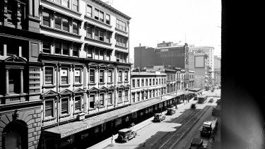 Looking north along George Street towards Martin Place in 1920.