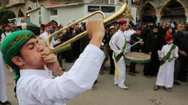 Iraqi Shiite Muslims take part in preparations for Ashoura.