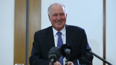 Tony Windsor announces he will contest the seat of New England.
