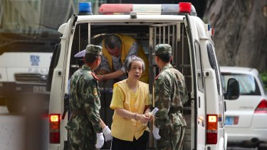 Charlotte Chou being released from Guangzhou No. 1 Detention Centre in December 2014.