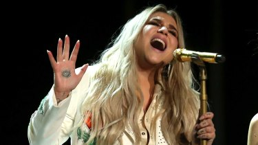 Kesha delivers an emotional performance of  'Praying' at the 60th annual Grammy Awards.