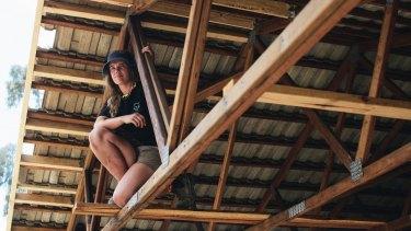 The daughter of a building designer, Bella spent most of her childhood on work sites.