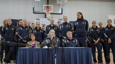 Lauren Jackson announces her retirement with her Australian Opals teammates supporting her.