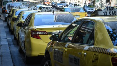 Victorian taxi drivers have been invited to join a class action against billion-dollar ride sharing company, Uber.