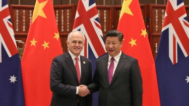 Chinese president Xi Jiping welcomes Australian Prime Minister Malcolm Turnbull at the West Lake State Guesthouse in Hangzhou.