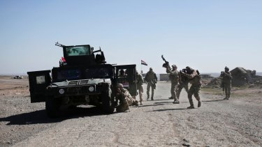 Iraqi Federal Police forces have pushed into the southern outskirts of Mosul on the second day of a new push to drive Islamic State militants from the city's western half.