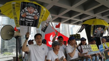 Pro-China protesters chant slogans outside the high court before a ruling on young pro-democracy activists on Thursday.