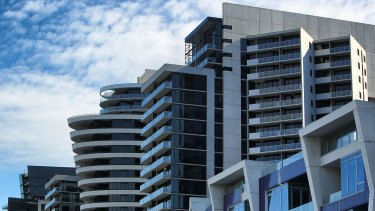 JP Morgan has warned of settlement difficulties for local buyers of high-rise apartments being built in Melbourne and Brisbane.