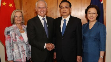 Lucy Turnbull and Prime Minister Malcolm Turnbull welcomed Premier Li Keqiang and Madame Cheng Hong to Parliament House in Canberra on Thursday.