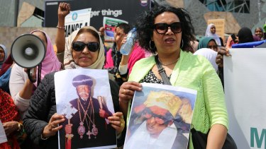 Eritrean-Australian protesters hold up pictures of jailed religious leaders Patriarch Antonios (Christian, jailed since 2007) and Hajji Musa Mohammed Nur (Muslim, arrested October 20).