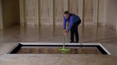 Opposition Leader Bill Shorten cleans dust from the tomb.