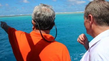 Marshall Islands' Foreign Minister Tony de Brum showing Australian Opposition Leader Bill Shorten where the island of Anebok had once been.