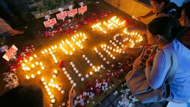 Human rights activists light candles in Quezon City for the victims of extra-judicial killings.