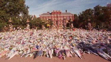 Floral tributes to Diana outside London's Kensington Palace in 1997.