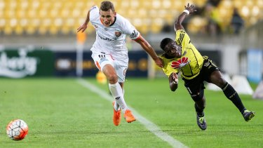 Daniel Bowles of the Roar holds off the challenge of Kwabena Appiah of the Phoenix.