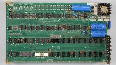 A vintage 1976 Apple-1 computer.