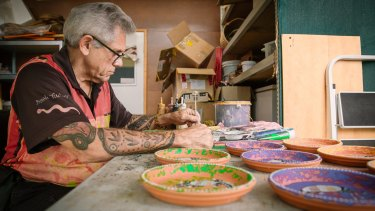 Michael Connolly at work at Dreamtime Kullilla Art at Redcliffe, Brisbane.